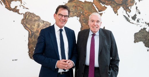 Bundesentwicklungsminister Dr. Gerd Müller und Klaus-Michael Kühne, Ehrenpräsident der Kühne + Nagel International AG