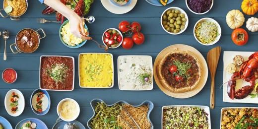 Wie sich in einer Welt voller Optionen die besten Entscheidungen treffen lassen: Wahl zwischen Lebensmitteln. (Bild: rawpixel.com/shutterstock)